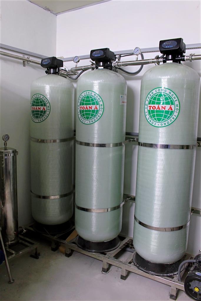 Hệ-thống-xử-lý-nước-khử-ion-bằng-công-nghệ-R.O-2-cấp-và-EDI