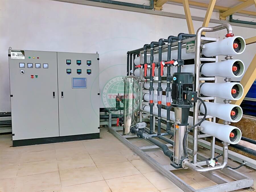 Lưu lượng kế dạng phễu lắp đặt cho hệ thống xử lý nước RO công nghiệp