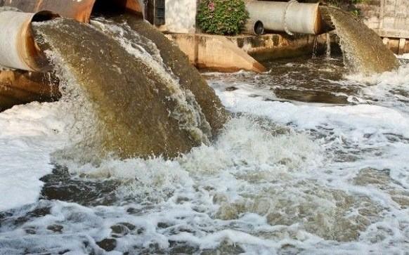 Nước thải công nghiệp ô nhiễm