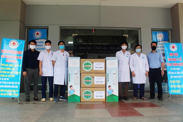 Toàn Á tặng BV ĐK Nông Nghiệp đồ bảo hộ và cây nóng lạnh