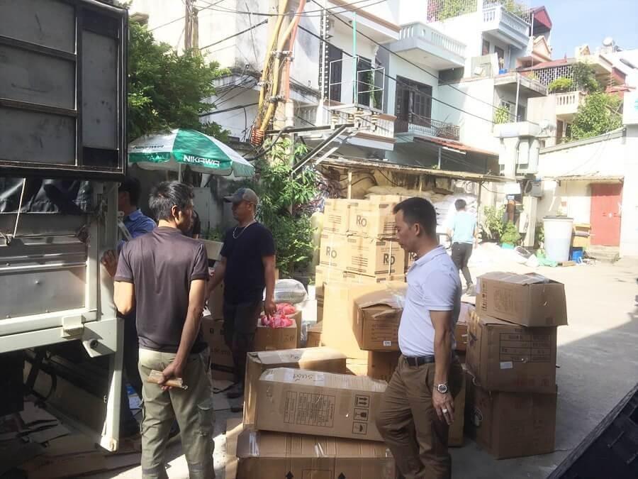 Chuẩn Bị, Sắp Xếp đồ Cứu Trợ Miền Trung Tại Công Ty Toàn Á 3