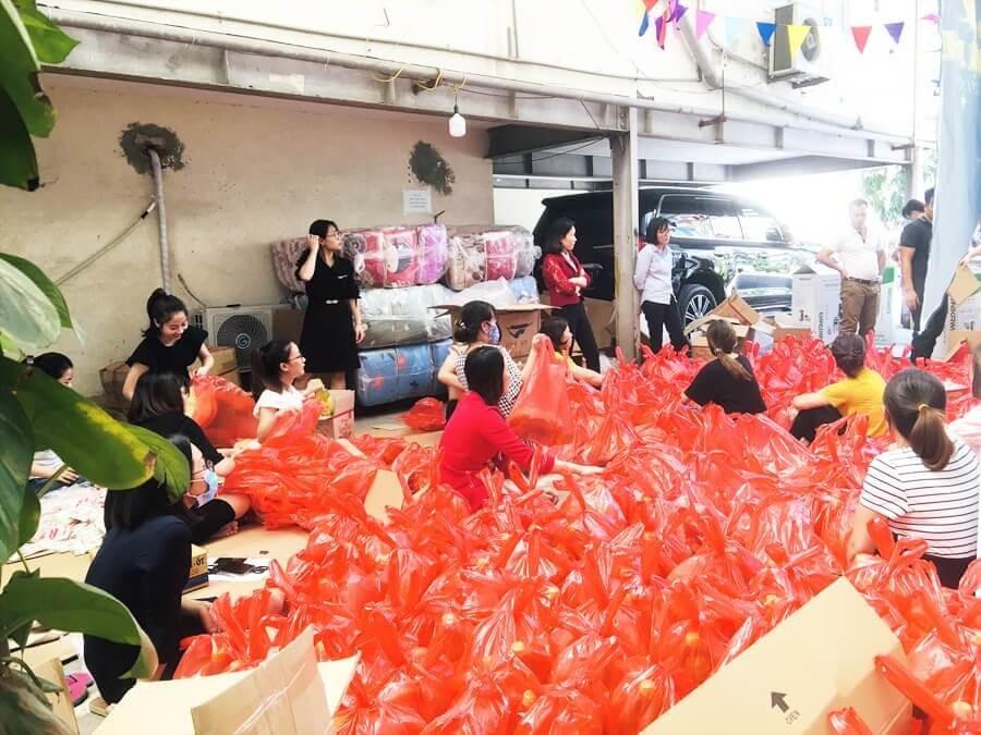 Chuẩn Bị, Sắp Xếp đồ Cứu Trợ Miền Trung Tại Công Ty Toàn Á 1