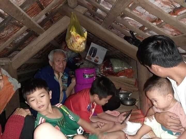 Người Dân Miền Trung Trong Hoàn Cảnh Rất Khó Khăn Do Mưa Bão