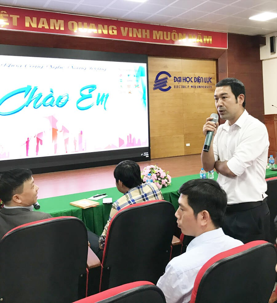 Toan A Trao Hoc Bong Cho Sinh Vien Dien Luc 6