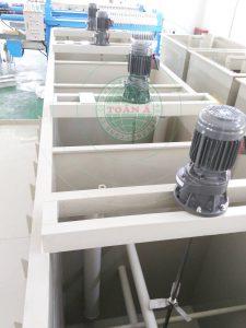 Động cơ khuấy được lắp đặt trong hệ thống xử lý nước thải