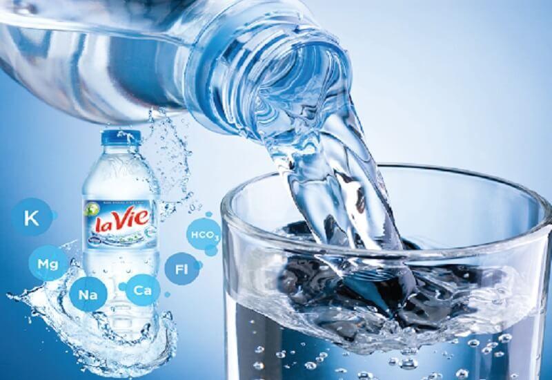 Giá nước khoáng đóng chai